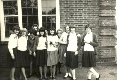 Mrs Franklin's class of 1964 outside Domestic Science Room
